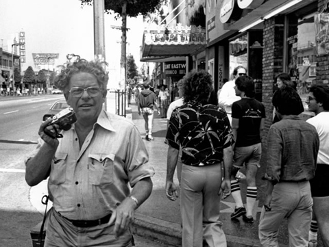 Winogrand on Hollywood Blvd near Las Palmas, photo by David Fahey. c. 1982