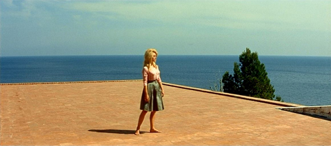 Bardot on roof of Casa Malaparte.