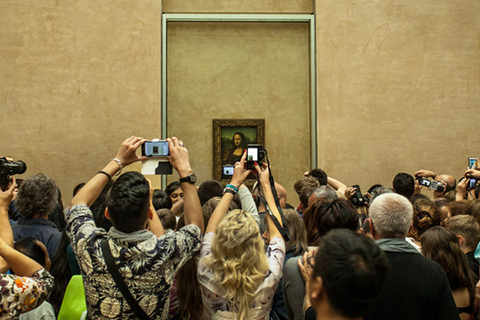 The MONA LISA attracts a mob. (Photo by Guia Besana/The New York Times.)