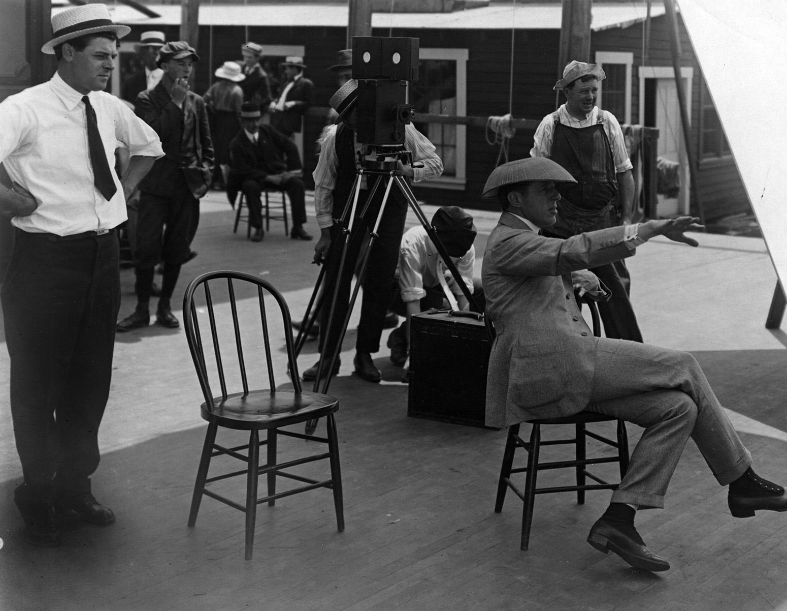 D.W. Griffith and cinematographer Billy Bitzer at work on Intolerance. (Credit: Margaret Herrick Library)