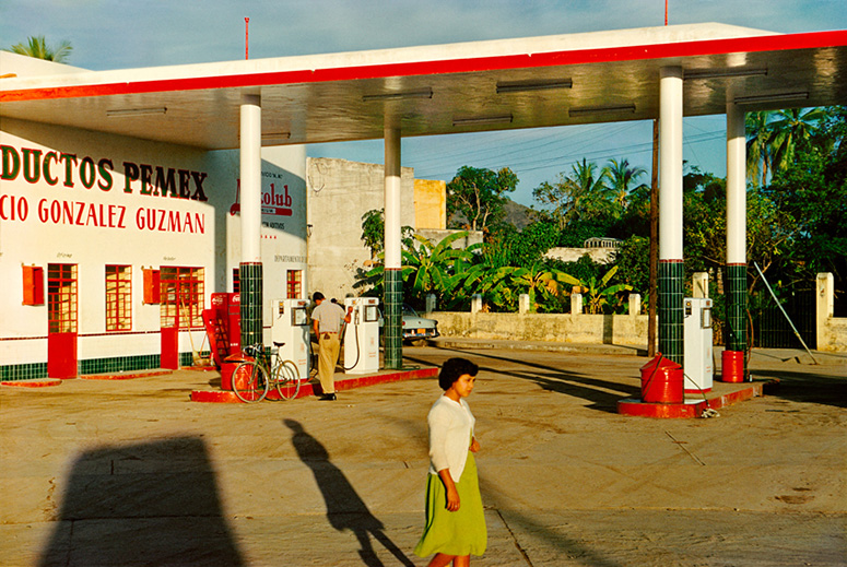 Gas Station, Mazatlan, Mexico/Paul Outerbridge