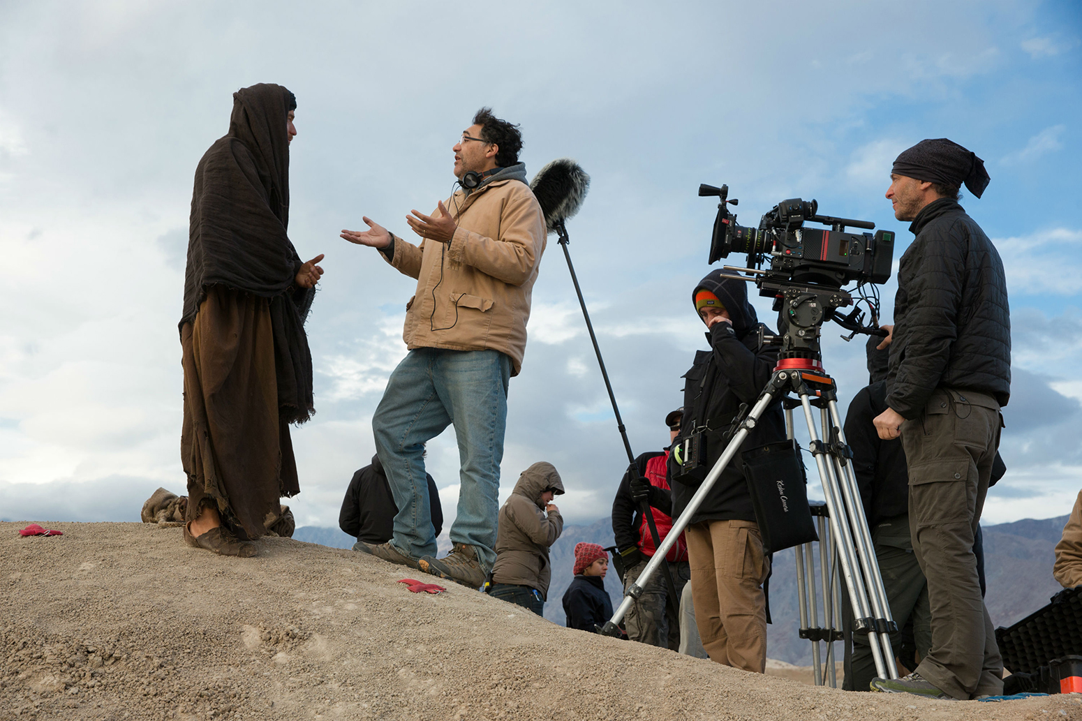 Director Rodrigo Garcia discusses a scene with McGregor as Emmanuel Lubezki and his crew stand by. (François Duhamel/Broad Green Pictures)
