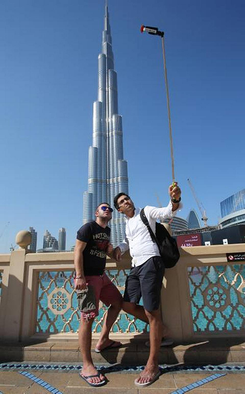 9. Mideast Emirates Selfie Sticks