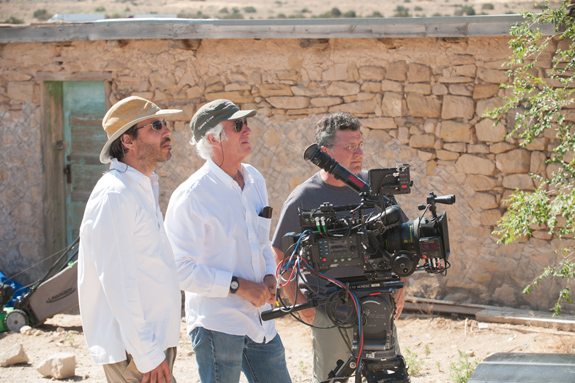 Director Denis Villeneuve, Roger Deakins & crew member on the set of Sicario
