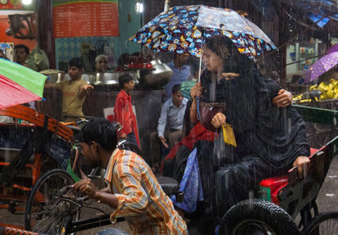 L1080043(WOMEN IN MONSOON)
