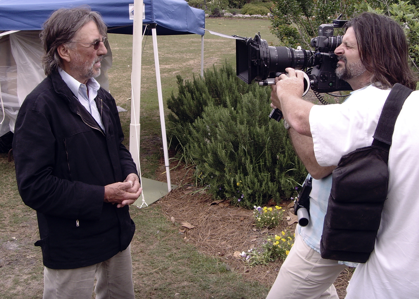 James Chressanthis, ASC, GSC lines up on his subject; Vilmos Zsigmond, ASC, HSC; while shooting his documentary No Subtitles Necessary: Laszlo & Vilmos (2008).