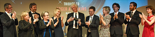 Roger Deakins applauded by friends -photo Pauline Maillet -thefilmbook-