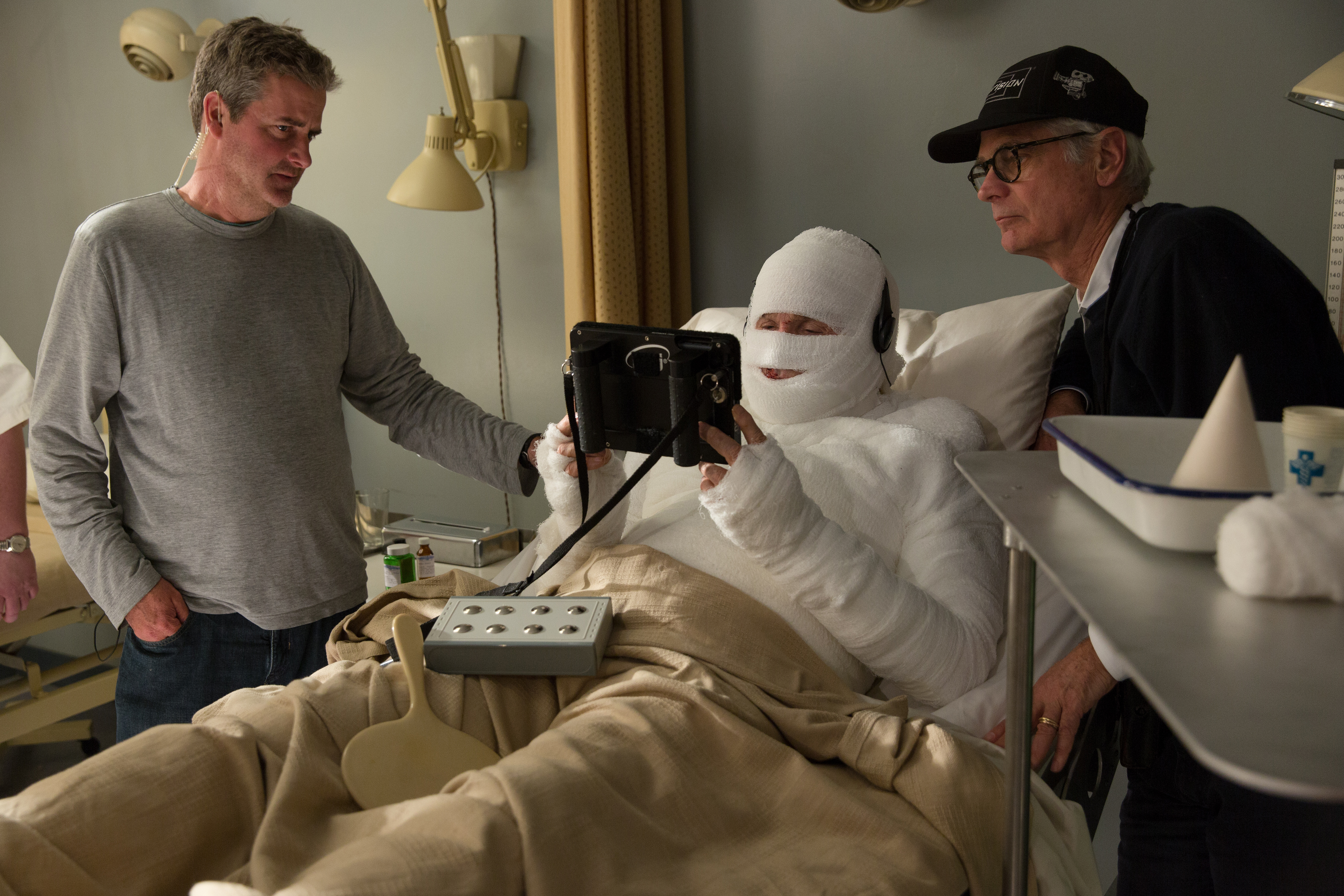 Cinematographer Caleb Deschanel, ASC (right) confers with actor-writer-director-producer Warren Beatty for a scene featuring Hughes in a body cast.