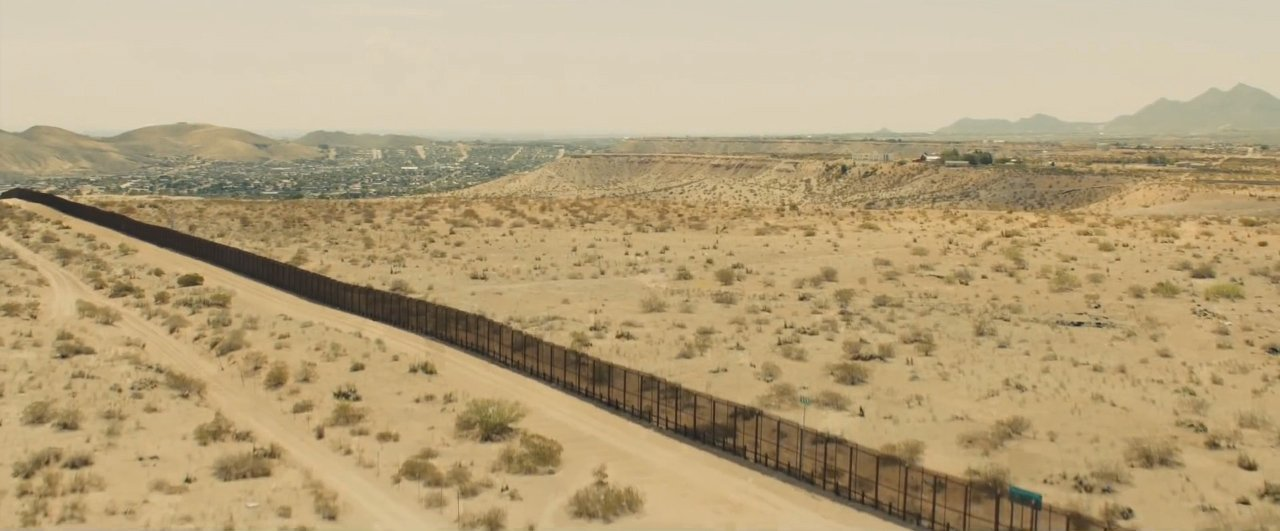 Sicario trailer US-Mexico border fence from trailer