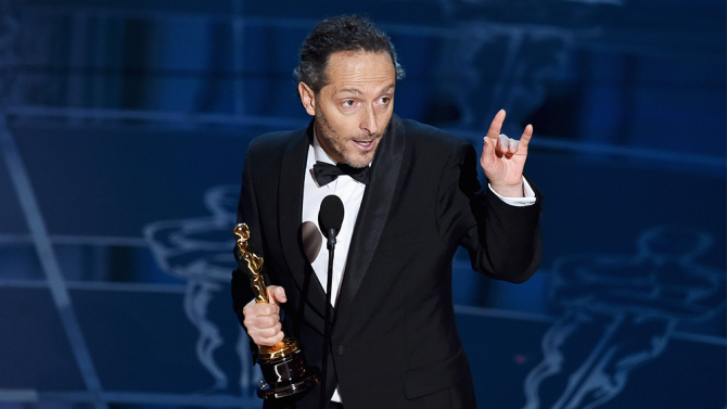 Emmanuel Lubezki, ASC, AMC, accepts the Academy Award. (Credit: Getty Images)