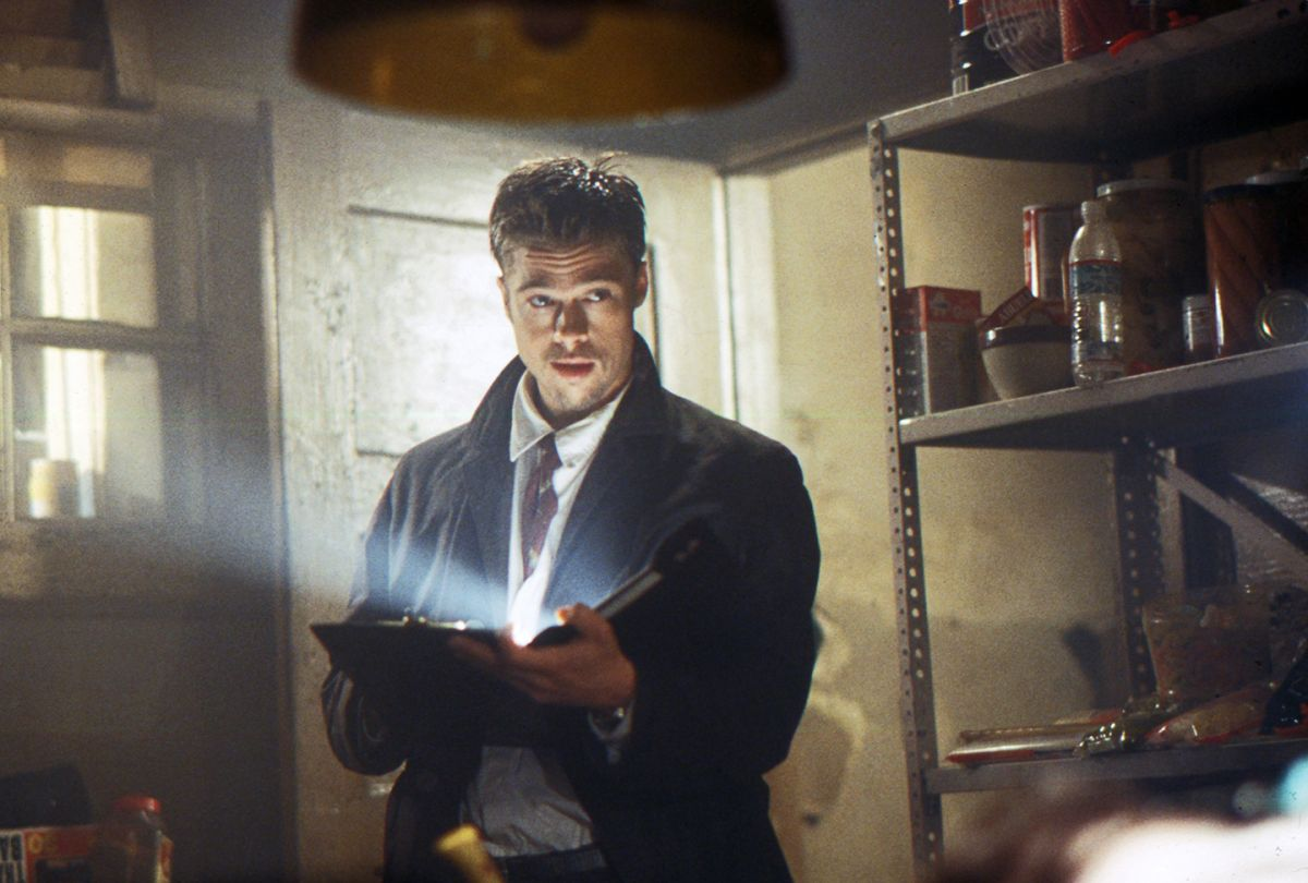 In the Gluttony scene, a practical flashlight bounced into a piece of card stock on the detective's notebook adds a perfect bit of soft fill on Pitt.