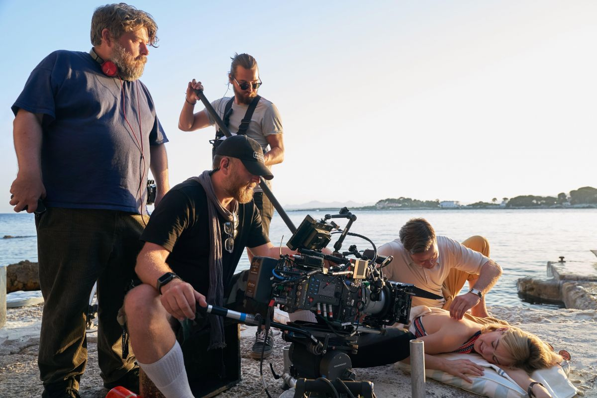 Director Ben Wheatley (far left) and Laurie Rose, BSC (at camera) angle in on their stars.