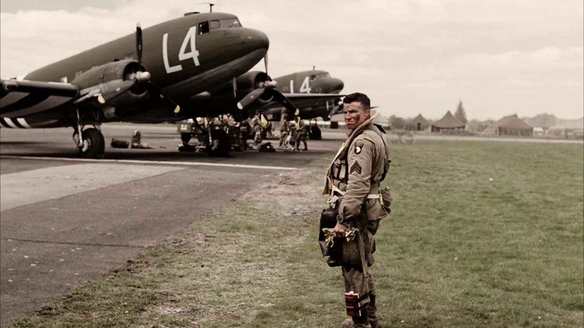 Bill Guarnere (Frank John Hughes) in front of the C-47 aircraft that would drop Easy Company over Normandy.