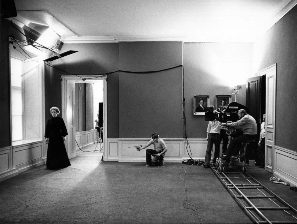 Nykvist operating a shot on Cries & Whispers (1972).