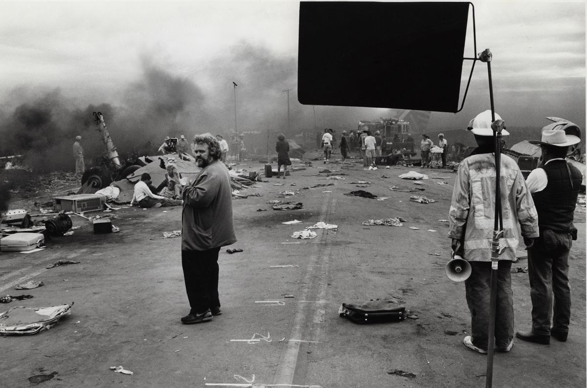 Daviau observes the scene while shooting a portion of the harrowing plane crash sequence in the drama Fearless (1993).