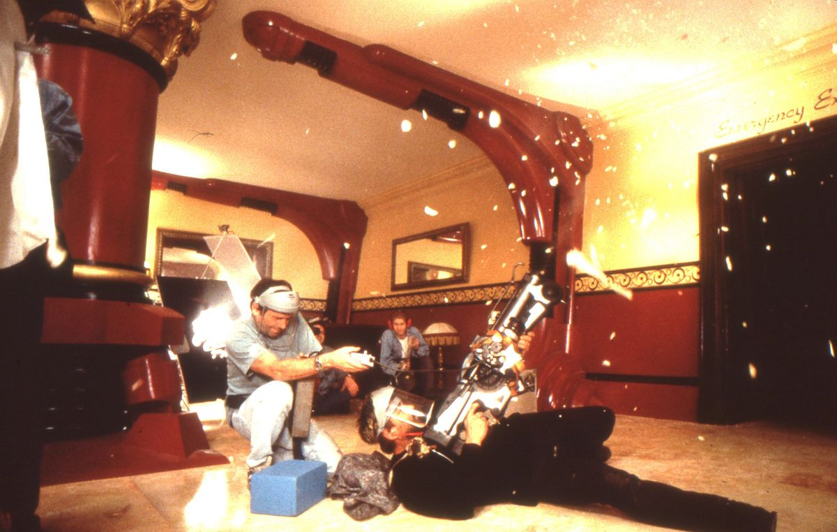 Besson blasts away with a futuristic weapon outfitted with a 35mm Eyemo camera to capture a gunman's POV. The director filmed this particular setup with both a 25mm and 32mm lenses.