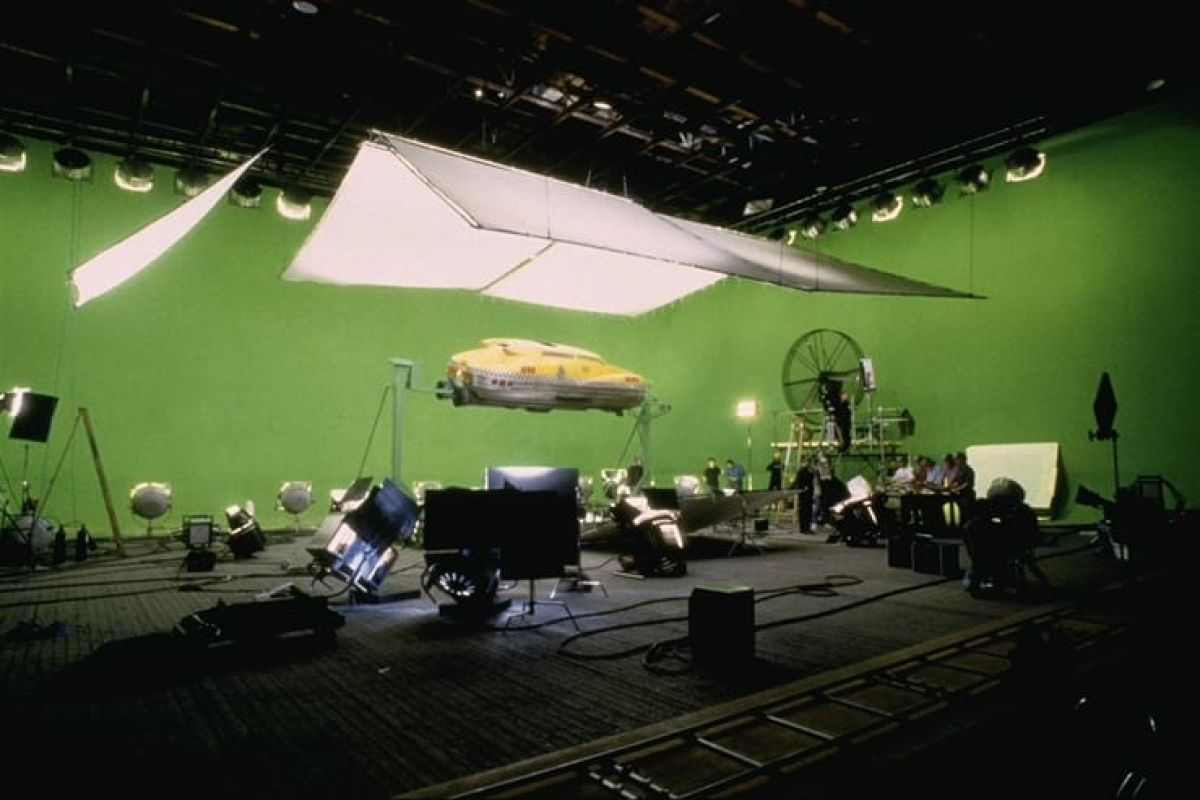 Shooting a cab model on a greenscreen stage.