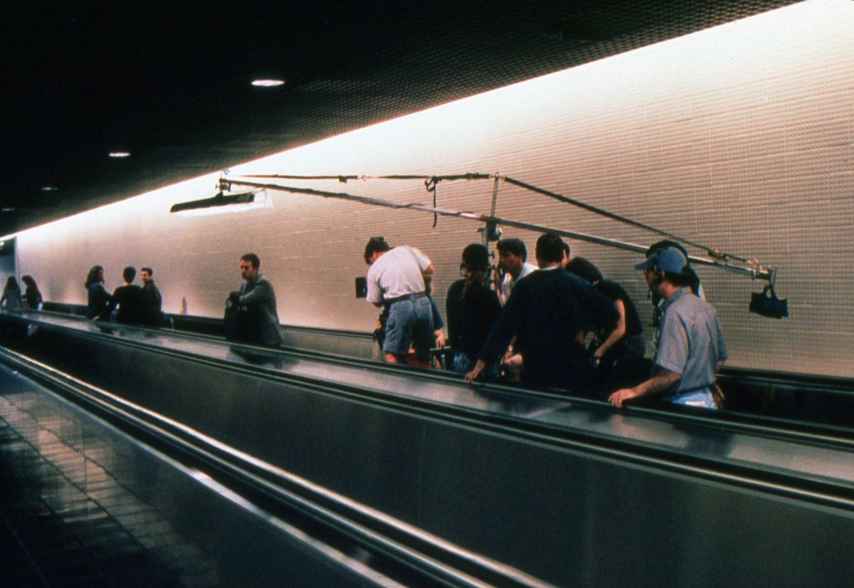 The narrator makes a weary trek through the airport. On a boom pole, a diffused Kino tube offers a touch of soft toplight ambiance — a method used by Cronenweth throughout the film.