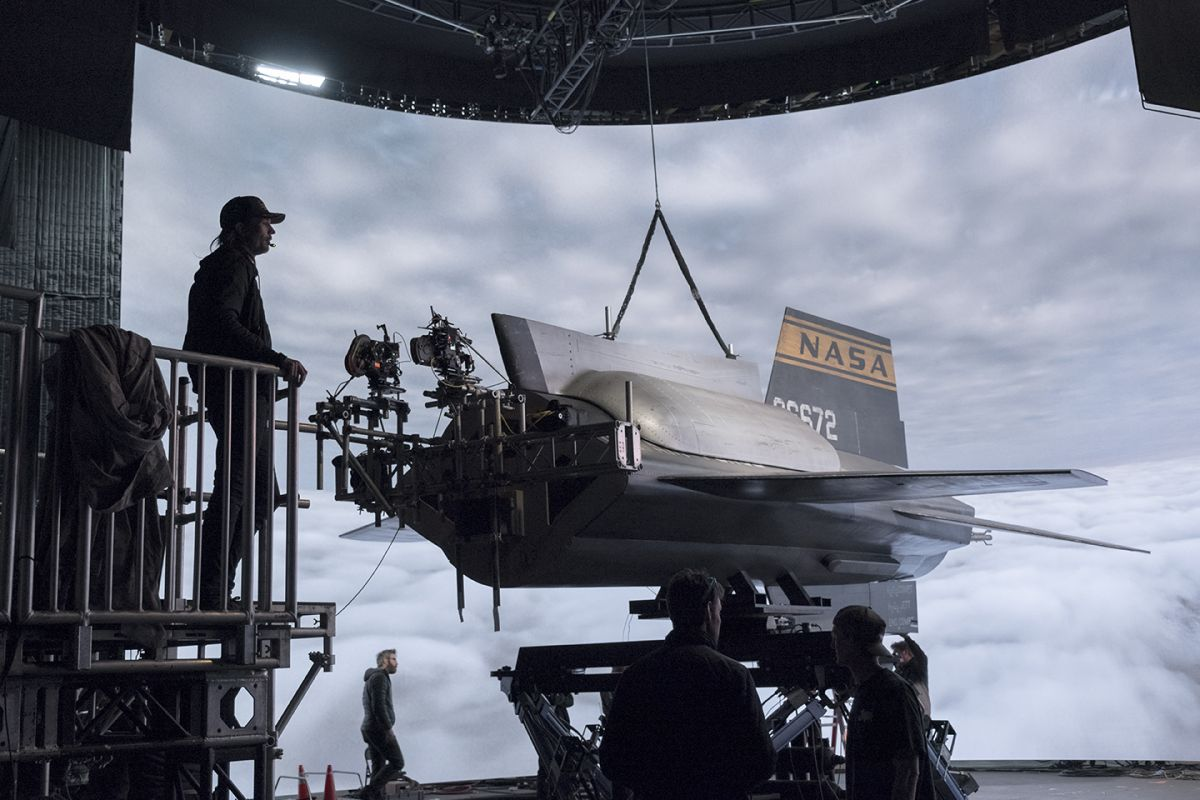 Sandgren prepares to shoot a portion of the X-15 flight sequence  in front of a large LED screen that enabled in-camera effects and interactive lighting.