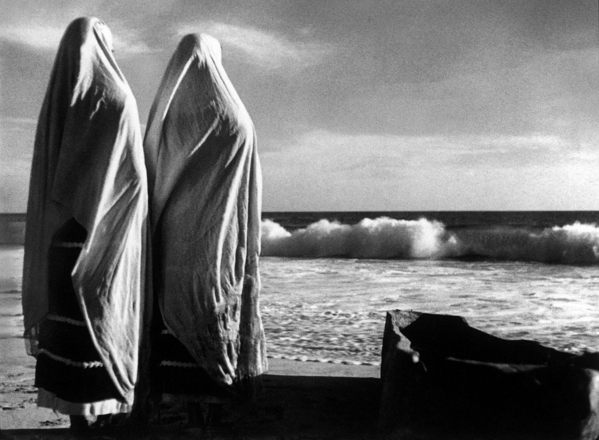 """Left: This acclaimed scene from The Pearl (1947) has all the elements of a classic Figueroa composition. He remarked of its universal appeal: """"No matter what country you may be from, it speaks to you."""" (Image restored by the Gabriel Figueroa Estate)"""