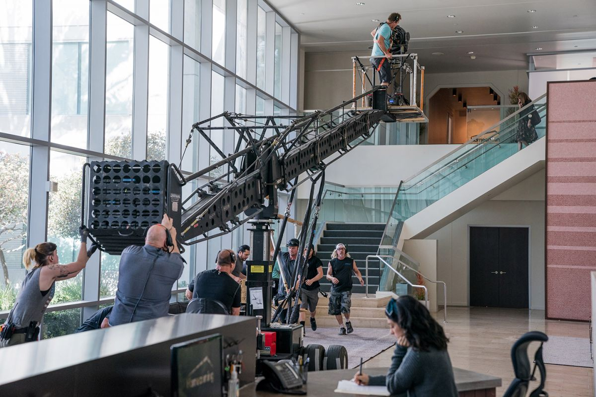 To follow Roberts as she descended the lobby stairs, the crew tracked a dolly onto a platform that had been rigged onto a crane, which then brought the camera down to ground level.