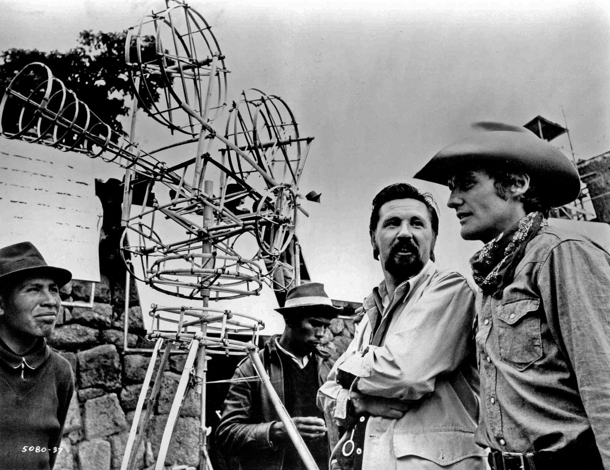Kovács and Dennis Hopper during the production of Easy Rider (1969).