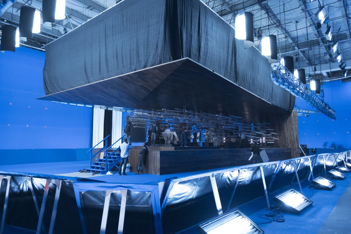 The crew readies the bluescreen set for the throne room of the Jabari Tribe, who oppose T'Challa's rule.