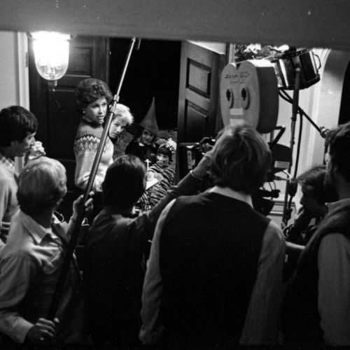 The filmmakers prep a scene in which Beth (Mary Tyler Moore) greets some trick-or-treaters. Cinematographer John Bailey is at far left, and in the foreground, with backs to camera, are director Robert Redford (left) and camera operator and future ASC cine