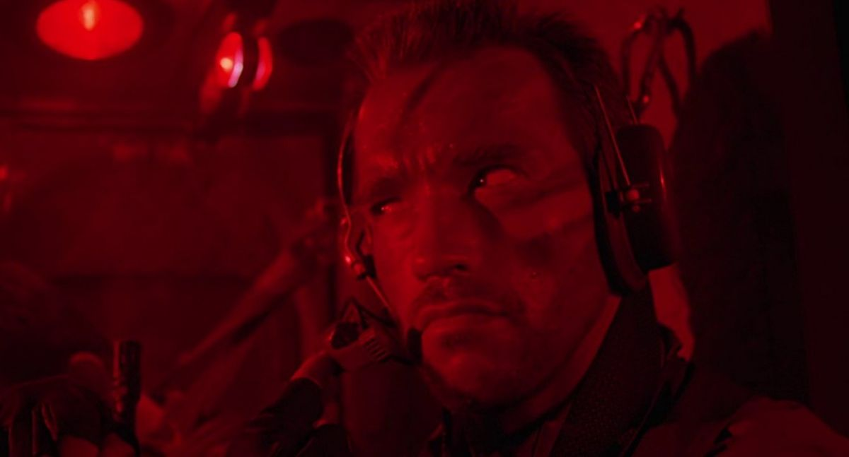 Arnold Schwarzenegger plays the film's lead, Dutch.