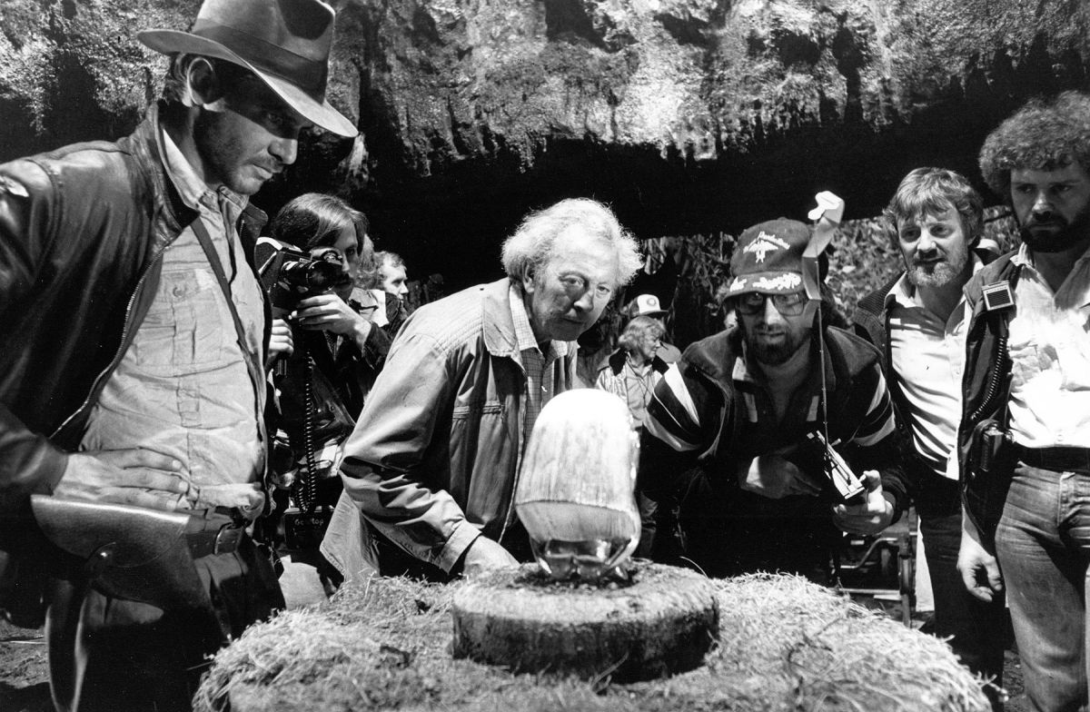 Shooting the famed opening temple scene for Raiders of the Lost Ark (1981), Harrison Ford, Douglas Slocombe and Steven Spielberg examine the idol mechanism.