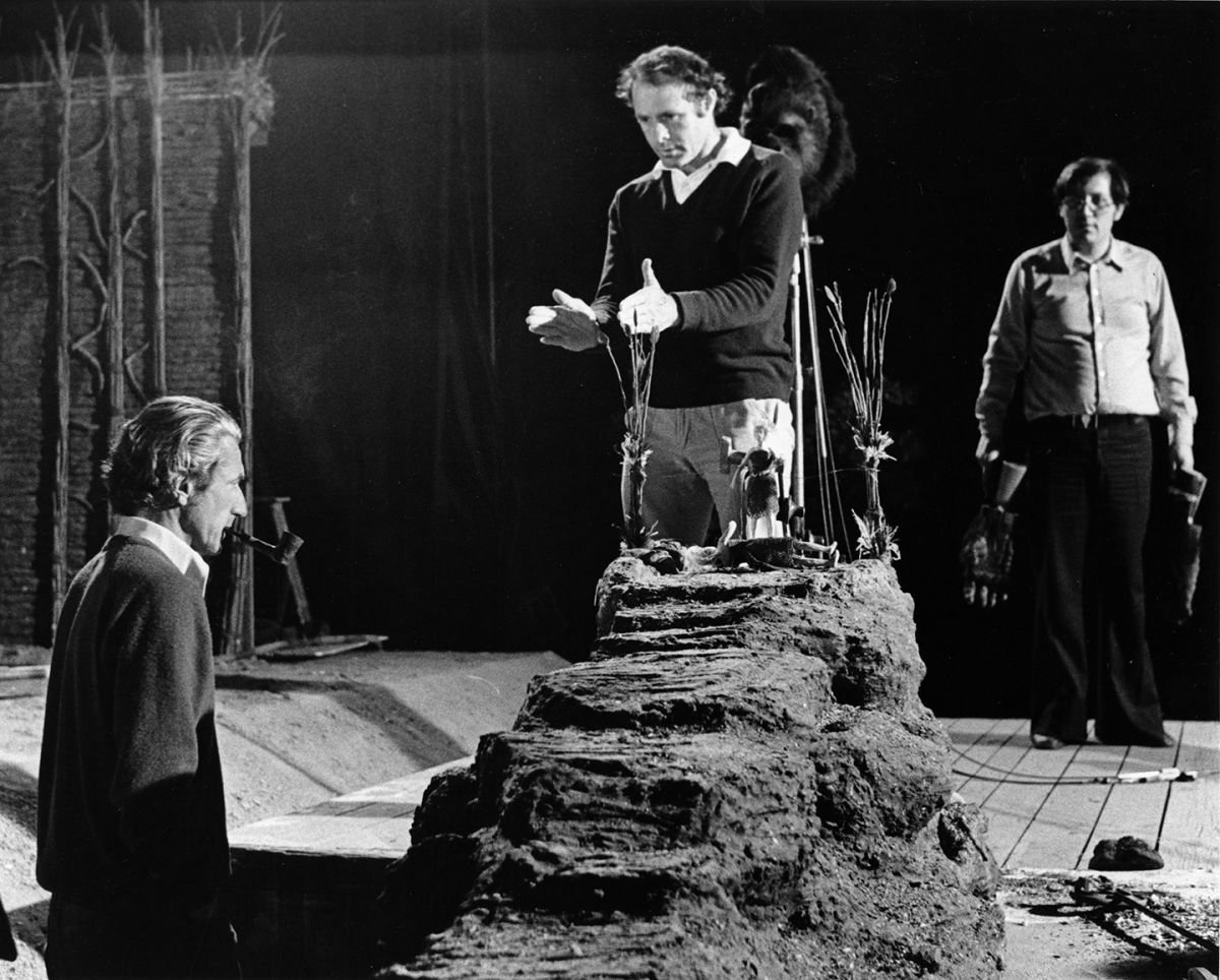 Director John Guillermin and Kline work out the scene in which Jessica Lange's character would be offered to Kong, which would combine live-action and miniature effects (below).