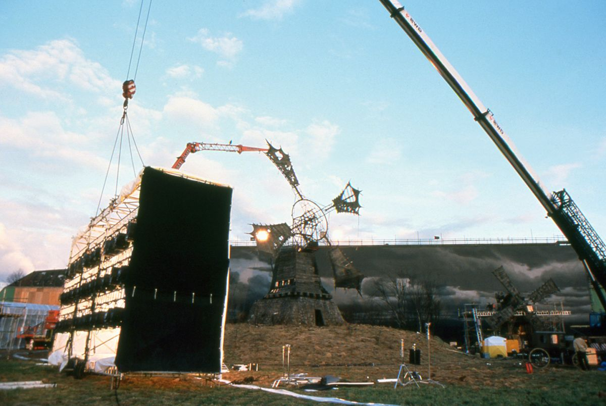 One of the huge softboxes is prepped for liftoff. The roof of each softbox contained 6 24-light Maxi-Brutes, while three of the sides contained a trio of 9-light Maxi-Brutes. Each box also had a 70kw Lightning Strikes unit rigged to its exterior. Diffusion on the lightboxes consisted of tough gridcloth.