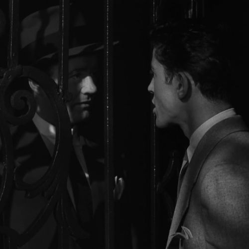 Strangers on a Train - into darkness -thefilmbook -15