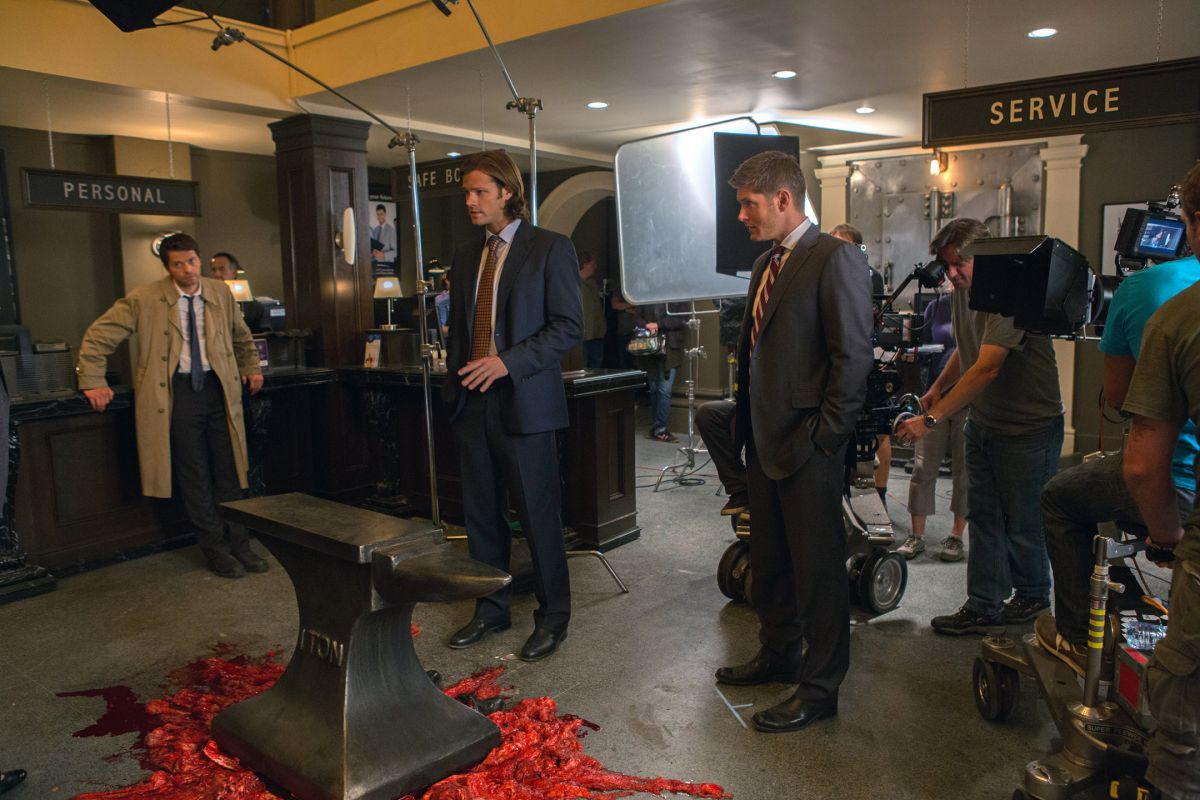 """In the Season 8 episode """"Hunteri Heroici,"""" Castiel and the Winchesters investigate a series of absurd murders that play out in the style of Looney Tunes animated shorts, complete with giant anvils."""