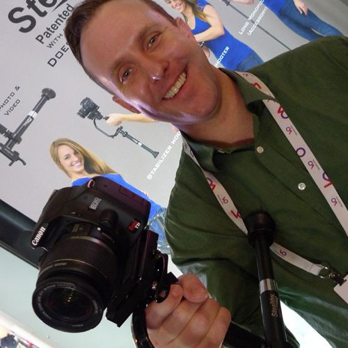 Thomas Smith from Varizoom holds the Stealthy camera support system -thefilmbook