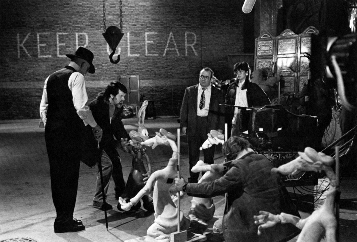 With actors Christopher Lloyd at left and Hoskins at right, Cundey positions posable rubber figures into place to help set the frame. They would then be shot as a reference and then removed for the actual take, replaced later by animated characters.