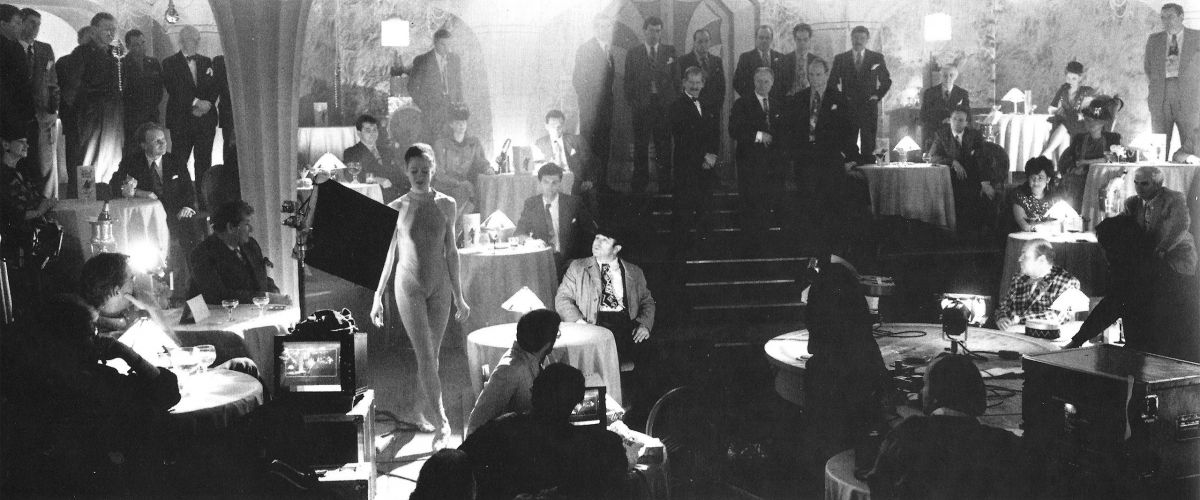 A graceful stand-in walks through the nightclub set —giving Hoskins a mobile focal point for the scene as Jessica Rabbit performs her sultry number.