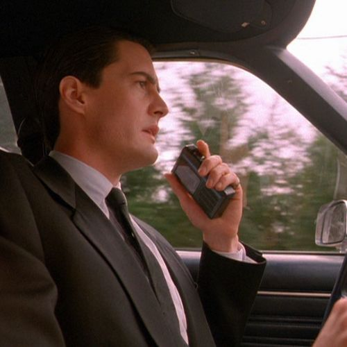 FBI Agent Dale Cooper (Kyle MacLachlan) arrives in Twin Peaks to investigate the death of Laura Palmer.