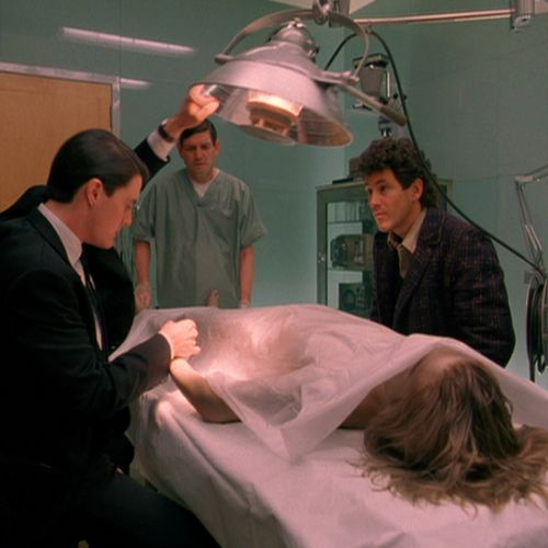 FBI Agent Dale Cooper (Kyle MacLachlan, left) and Sheriff Harry S. Truman (Michael Ontkean) prepare to examine Laura Palmer's body.